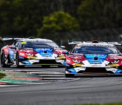 Úspěšný úvod. Oba vozy Mičánek Motorsport bojovali na Silverstonu v popředí. BRNĚNSKÝ deník.cz