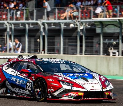 Jezdci týmu Mičánek Motorsport bojovali na dvou frontách