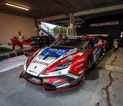 Pro tým Mičánek Motorsport sezóna nekončí