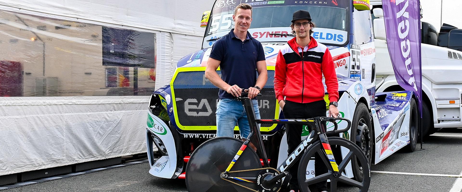 Závodní víkend si s týmem užil i cyklista Tomáš Bábek