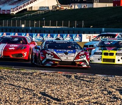 Mičánek Motorsport uzavřel letošní závodní program v Mostě závodem Carbonia Cupu