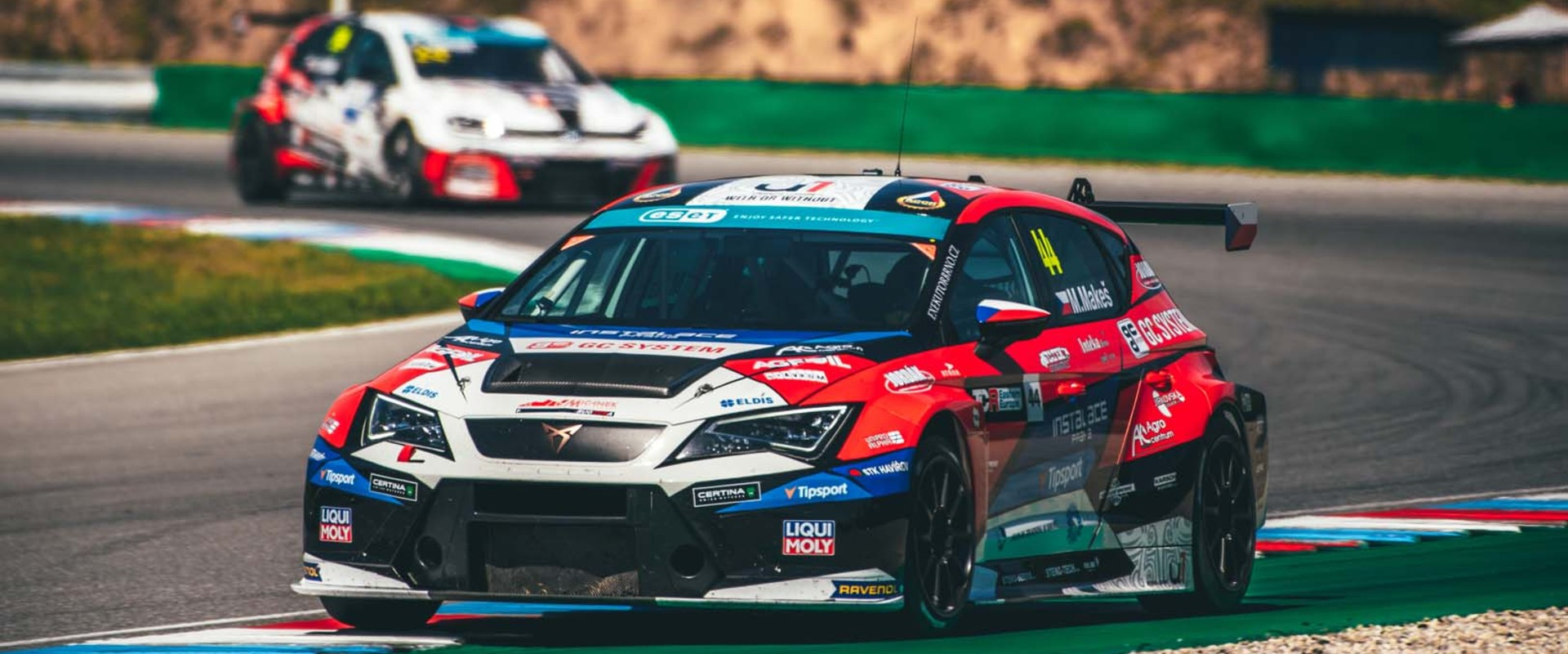 Jezdci týmu Mičánek Motorsport powered by Buggyra vyšli na Nurburgringu bodově naprázdno, Makeš v Brně zajel nejlepší výsledky sezóny