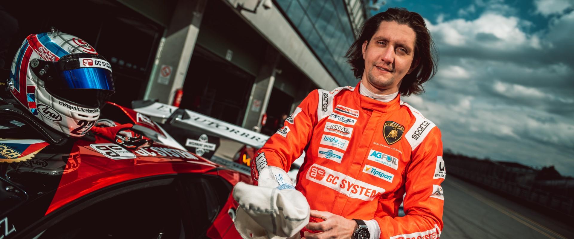 """Huracán na """"hostování"""": Jiří Mičánek ml. odstartuje s Lamborghini na jubilejním Zámeckém vrchu"""