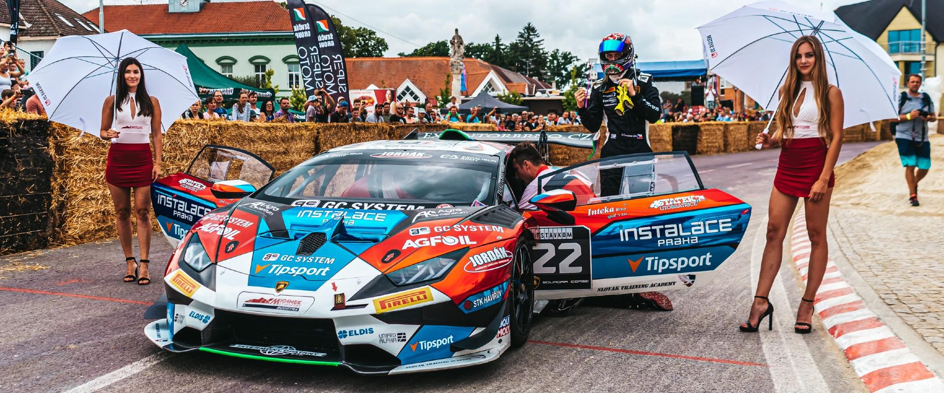 Sto sedmdesát ve městě: Huracány Mičánek Motorsport powered by Buggyra pobaví diváky na exhibici v Hrušovanech