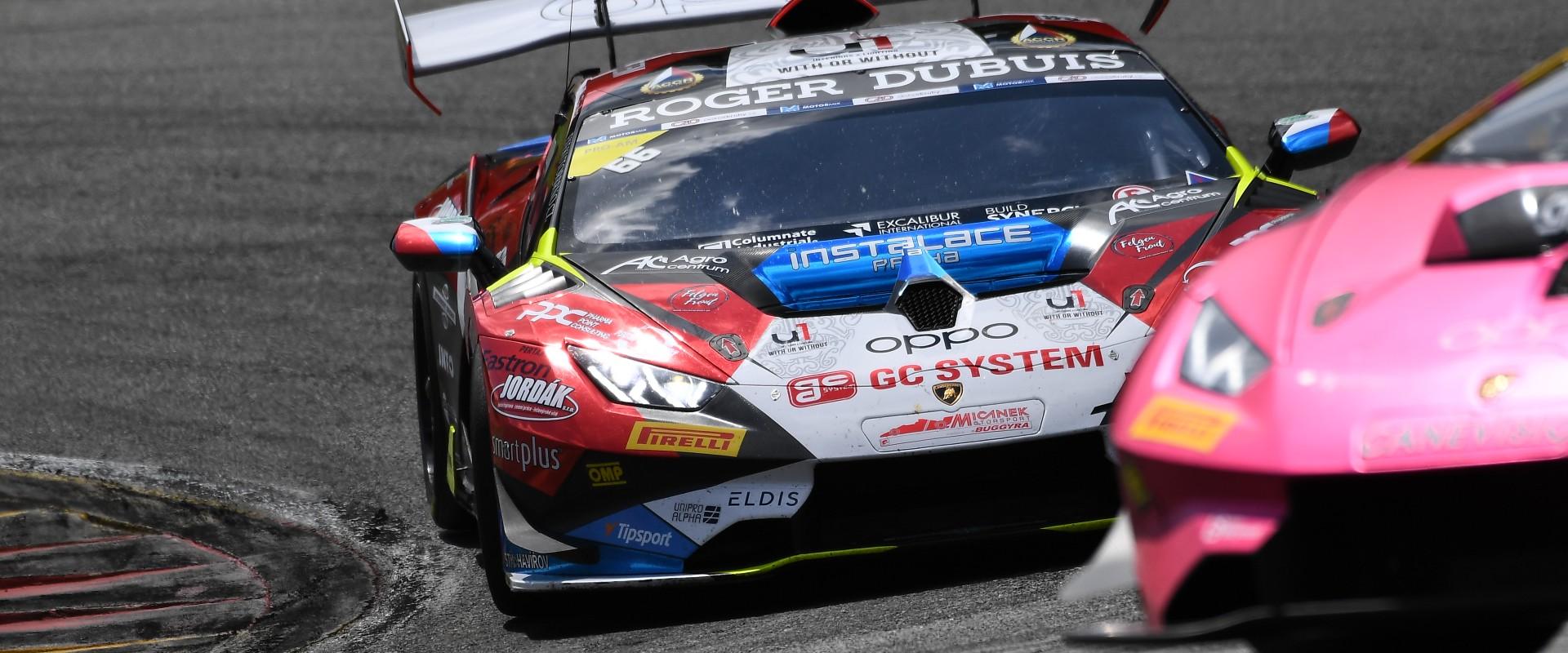 """Víkend s velkým """"v"""": Mičánek Motorsport powered by Buggyra bojuje na dvou frontách o tituly"""